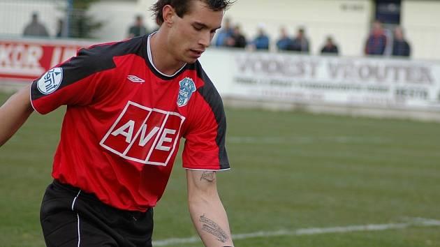 Brankář Milan Švenger nese žábu.