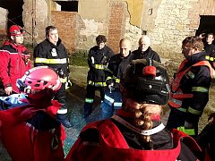 Cvičení hasičů a kynologů v Březně u Postoloprt