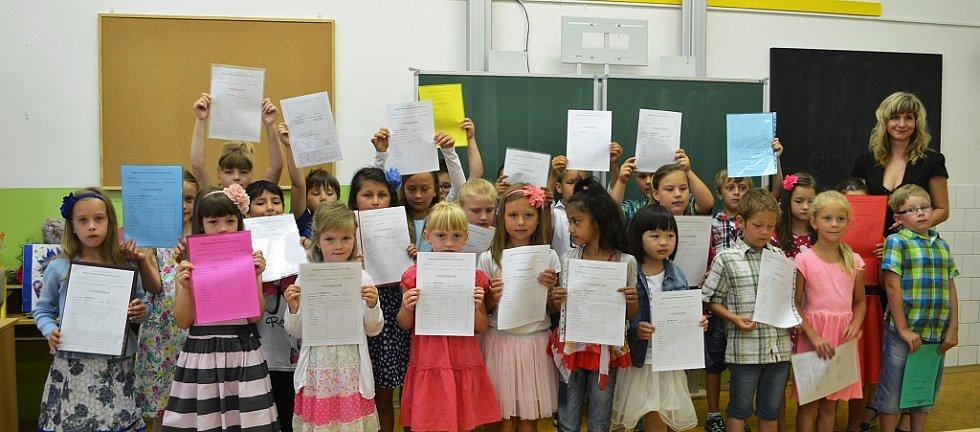 Předávání vysvědčení v I.B na ZŠ Komenského alej v Žatci