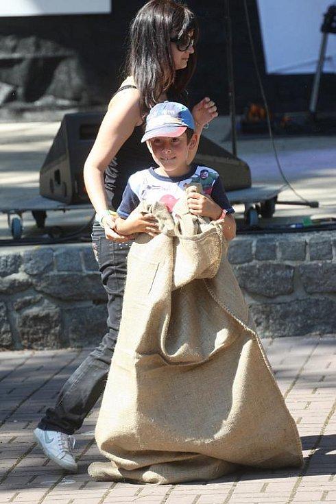 V rámci akce Na kole dětem se v žateckém letním kině konal zábavný program