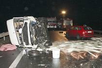 Srážka dodávky a dvou osobních vozů na obchvatu Loun si v pondělí 19. ledna vyžádala život řidičky.