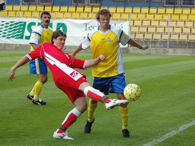 Utkání Blšan (ve žlutém) s Brozany přineslo Chmelařům konečně body za výhru