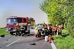 Nehoda u Žiželic na Žatecku. Jednu vážně zraněnou osobu transportoval do nemocnice vrtulník.