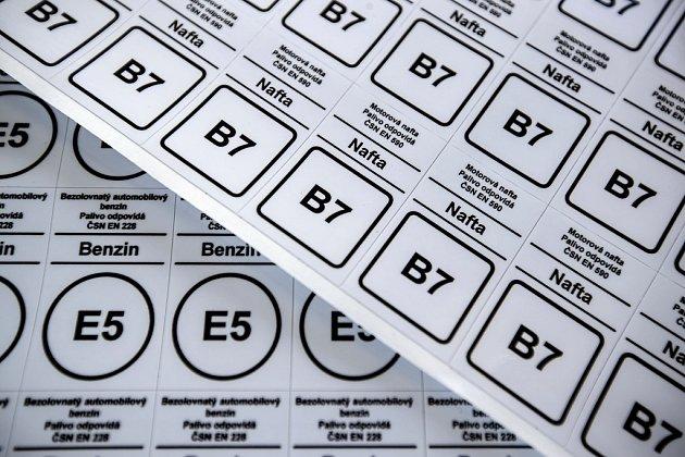 Nové značení pohonných hmot podle norem EU. Tyto symboly budou jednotné vcelé Unii