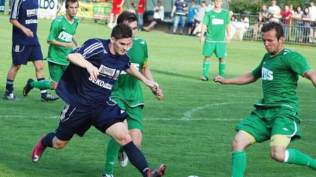 Poslední derby před pěti lety vyhrál Žatec 2:1 (v zeleném).