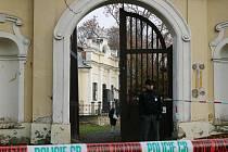 Na zámku v Peruci zloději ukradli obrazy Emila Filly.