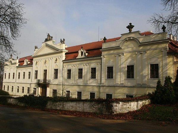 Na zámku vPeruci zloději ukradli obrazy Emila Filly.