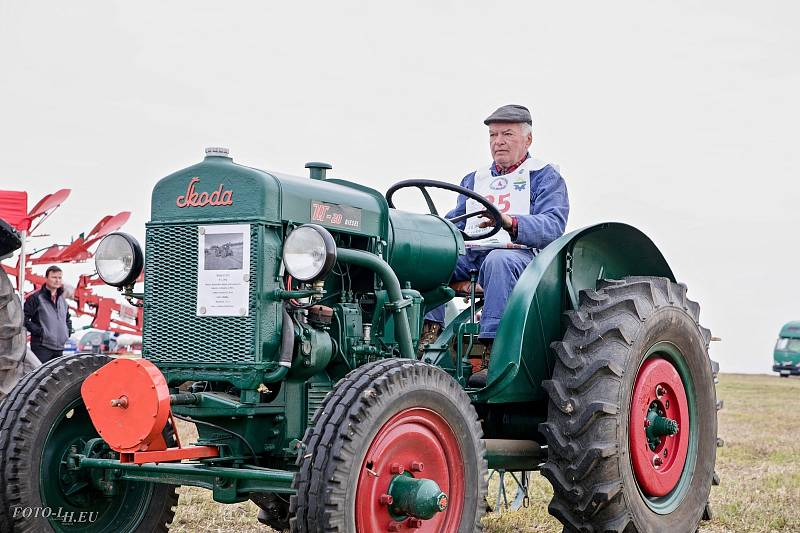U Podbořan v sobotu proběhlo mistrovství ČR v orbě. Účastníci soutěžili na dobových i historických traktorech.