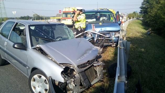 Nehoda u Postoloprt na silnici z Lounska na Prahu.