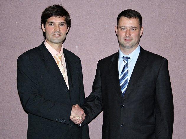 Aleš Jelínek (vpravo) a Miroslav Šramota těsně po svém zvolení. Ve funkcích starosty a místostarosty vydrželi pouhých 62 dní.