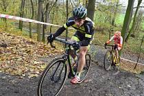 V Lounech se jel národní pohár cyklokrosařů. Domácím jezdcům se dařilo skvěle, vybojovali dvě zlata. Adam Seeman (v černém) triumfoval v kategorii kadetů.