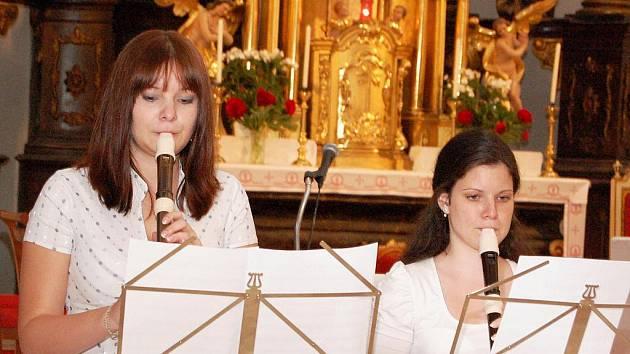 Flétnistky hrají při Noci kostelů v Podbořanech