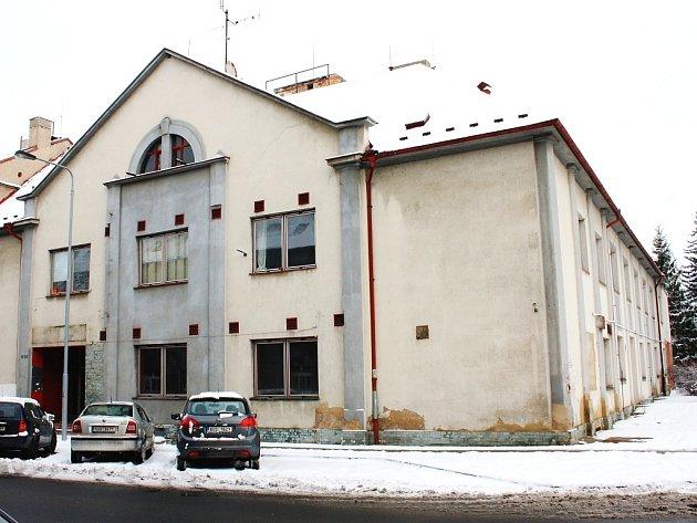 Kulturní dům Zastávka v Lounech. Rozpočet na její rekonstrukci a vybavení počítá s 25 miliony.