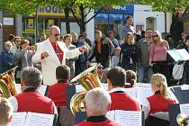 Dechový orchestr Základní umělecké školy v Lounech vede Jaromír Laksa.
