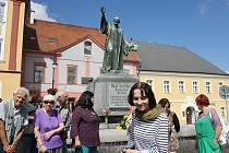 Loňská vzpomínka na Mistra Jana Husa při 599. výročí od jeho upálení pod pomníkem této osobnosti  na lounském náměstí.