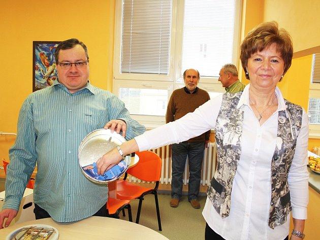 Dagmar Špačková a Martin Krušina vylosovali tři výherce z dárců krve.