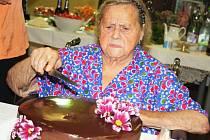 Marie Fousová oslavila v žateckém domově pro seniry 102. narozeniny.