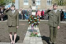 Pietní akt v Žatci, který připomněl 65. výročí návratu Volyňských Čechů zpět do vlasti.