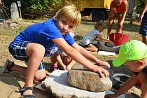 Den s pravěkem na zahradě žateckého muzea