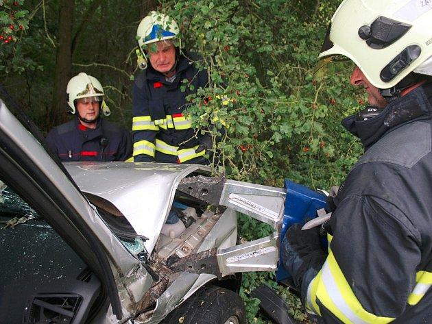 Nehoda dvou osobních vozů u Staňkovic