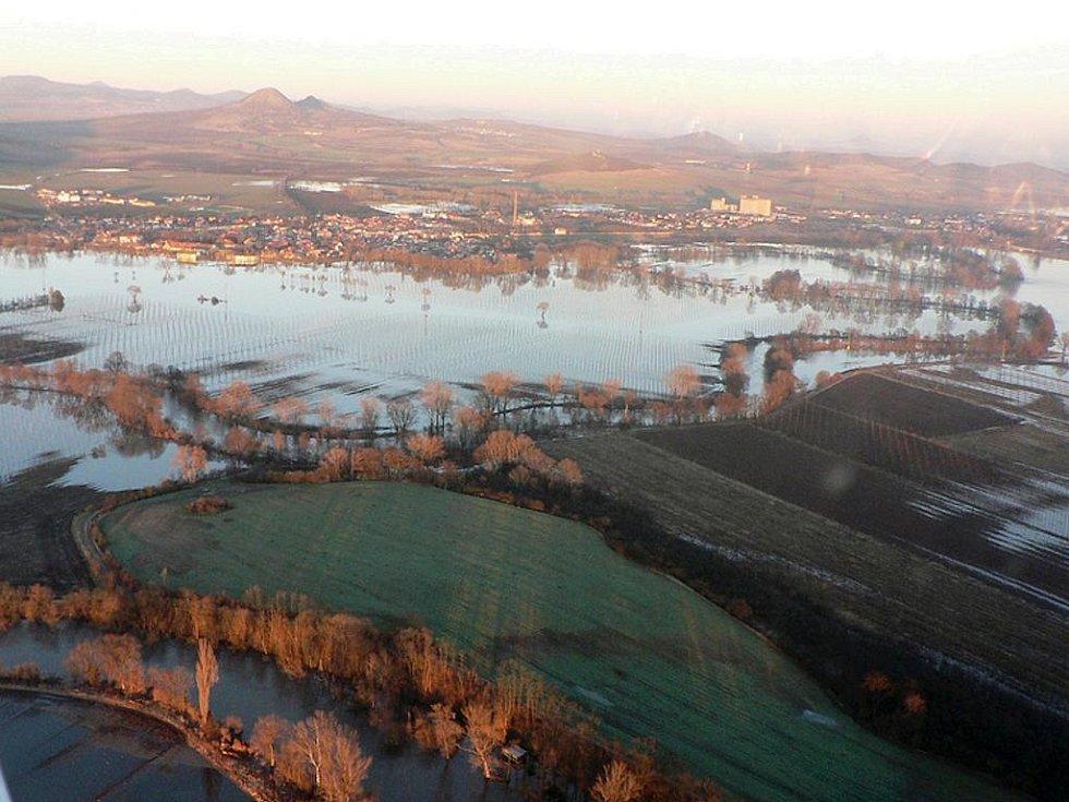 Zaplavené Lenešice pohledem z letadla