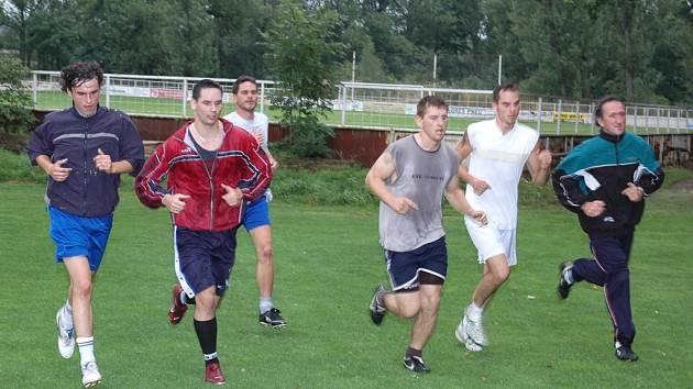 Hned na prvním tréninku v nové sezoně se fotbalisté Sedčic vydali na běžeckou přípravu.