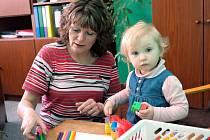 """""""Zápis probíhá v klidu, žádné zkoušení, rodiče ani děti se nemusejí ničeho bát,"""" říká Martina Holubová, ředitelka Mateřské školy Přemyslovců v Lounech."""