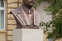 Nová busta E. Beneše na žateckém Kruhovém náměstí