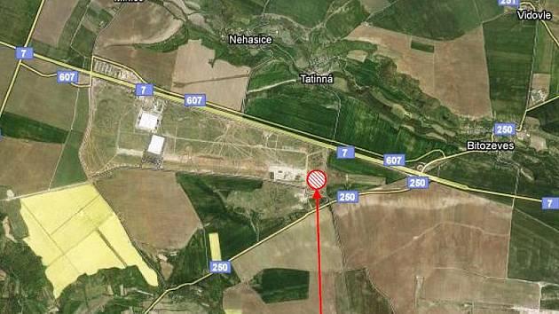 Mapka oblasti kolem zóny Triangle: nahoře vede silnice Praha – Chomutov, místo budoucí továrny Solar Turbines je v červeném kroužku.