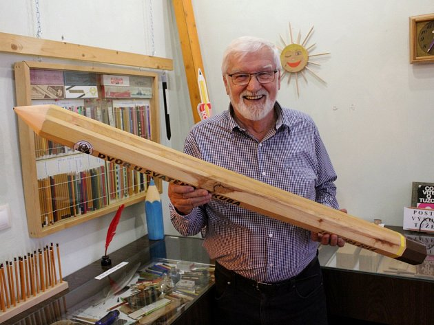 Sběratel Emanuel Petráň a některé z jeho tužek