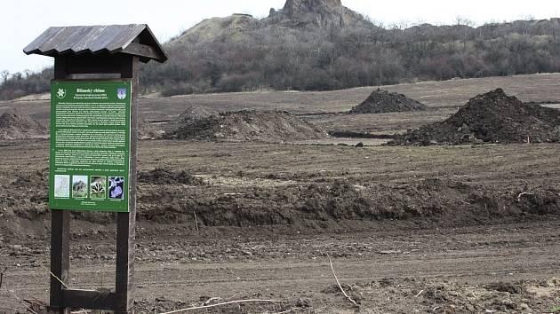 Informační tabule poukazuje na význam lokality Blšanský chlum