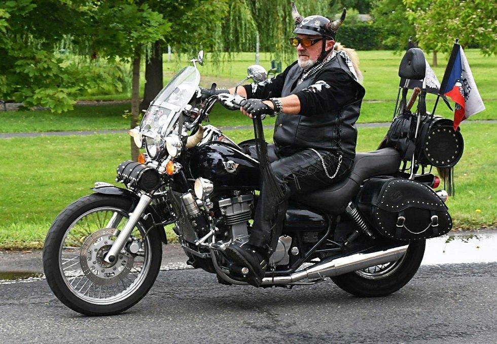 Motorkáři se sjeli do lounské Stromovky.