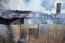 Požár chaty v Lounské ulici v Žatci