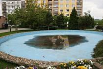 Fontána na Suzdalském náměstí v Lounech, takzvané ledviny