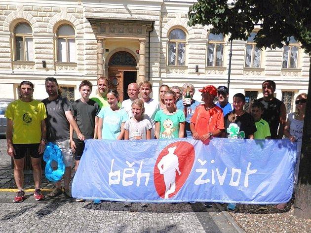 Účastníci Běhu pro život vLounech.