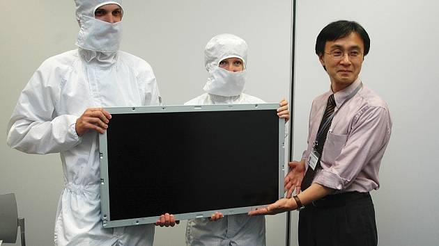 Takto představitelé Panasonicu v červenci 2007 v zóně Triangle ukazovali první výrobky - LCD monitory do televizí. Posledního října 2012 ale firma oznámila, že na Žatecku končí.