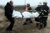 Muž nepřežil střet s vlakem mezi Bečovem a Břvany