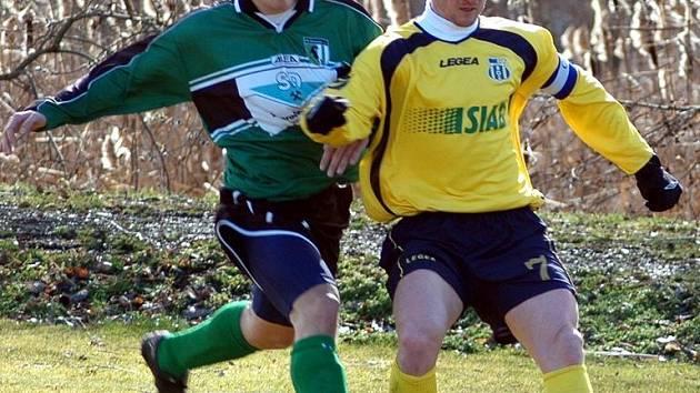K prvnímu letošnímu  přípravnému utkání proti FC Chomutov přivedl fotbalisty Chmel Blšany v roli kapitána nejzkušenější z nich  – Dušan Tesařík z Teplic.