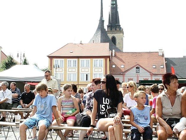 Letní lounské vábení 2015. Program na náměstí.