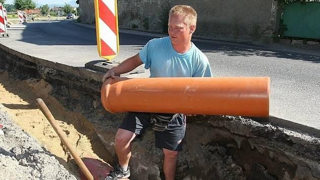 Výstavba kanalizace. Ilustrační foto.