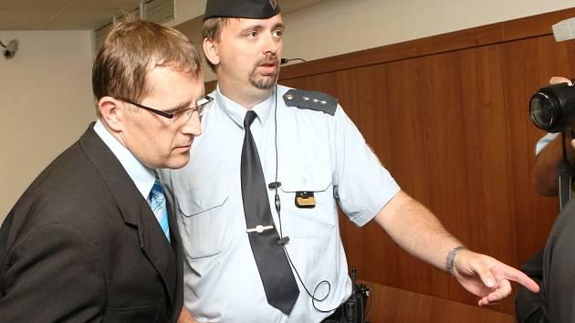 Petr Hinterholzinger u lounského soudu 22. června
