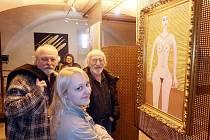 Jiří Leneček, Lexa Dvorak a Dana Zajíčková (zleva) při prohlídce expozice ve Sladovně.