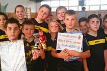 Druhé místo na turnaji vybojovali mladí fotbalisté Kryr.