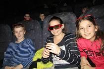 Děti na promítání v lounském kině Svět