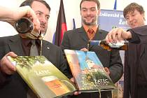Knihy byly pokřtěny stylově pivem