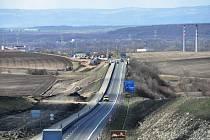 U Loun se i v sobotu pracovalo na výstavbě dálnice D7 Praha - Chomutov.