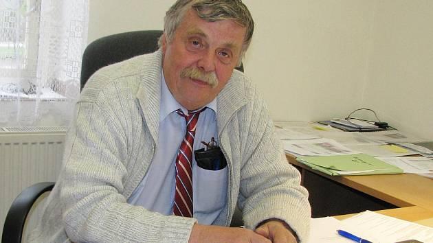 """""""Chceme dokončit kanalizaci ve Staňkovicích a opravit veřejné osvětlení. Pak přikročíme k opravám cest a chodníků,"""" říká starosta Jan Bartoň."""