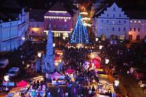 Slavnostní rozsvícení vánočního stromu na žateckém náměstí Svobody.