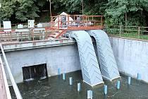 Dvojice tzv. vírových turbín v areálu malé vodní elektrárny Želina