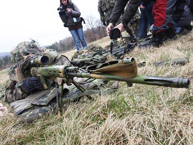 Ve vojenském prostoru Hradiště v Doupovských horách probíhá cvičení zhruba 1300 vojáků žatecké 4.  brigády a z dalších více než dvaceti útvarů české armády.